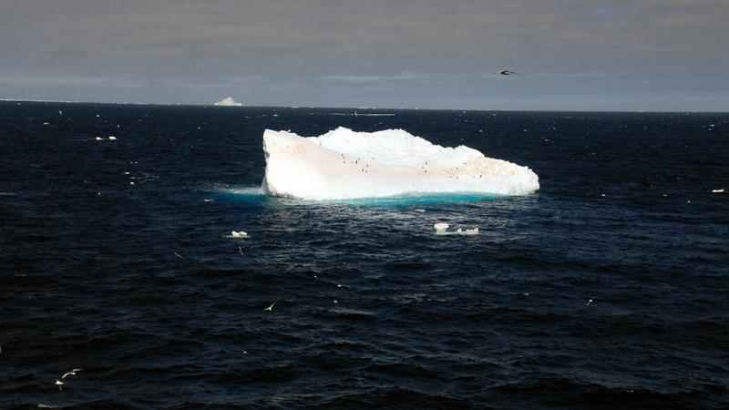 iceberg1_800_450_90_s_c1_c_c